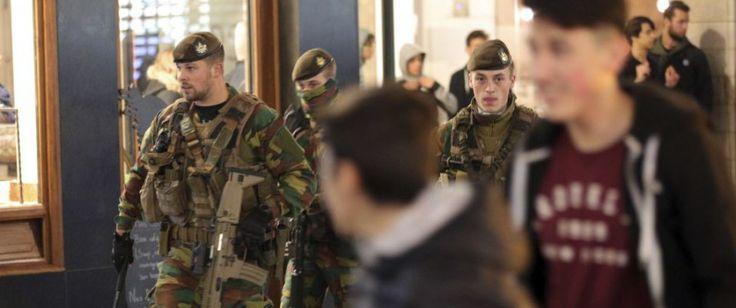 BRÜSSEL In der belgischen Hauptstadt Brüssel ist es am Wochenende erneut zu Ausschreitungen jugendlicher Einwanderer gekommen. Anlaß war die Ausstrahlung eines CNN-Berichts über libysche Sklavenhändler. 71 Personen wurden in Polizeigewahrsam genommen. Die meisten befinden sich inzwischen wieder a...