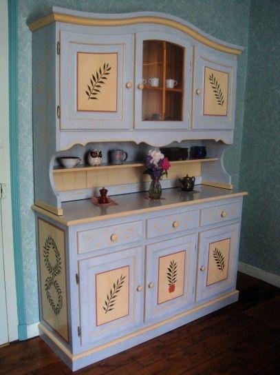 Credenza dipinta a mano - Credenza dallo stile raffinato con decorazioni fatte a mano.