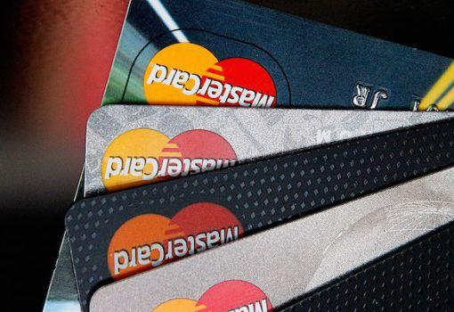 """MasterCard разработала систему подтверждения оплаты товаров онлайн с помощью """"селфи"""" или отпечатков пальцев. Приложение от"""