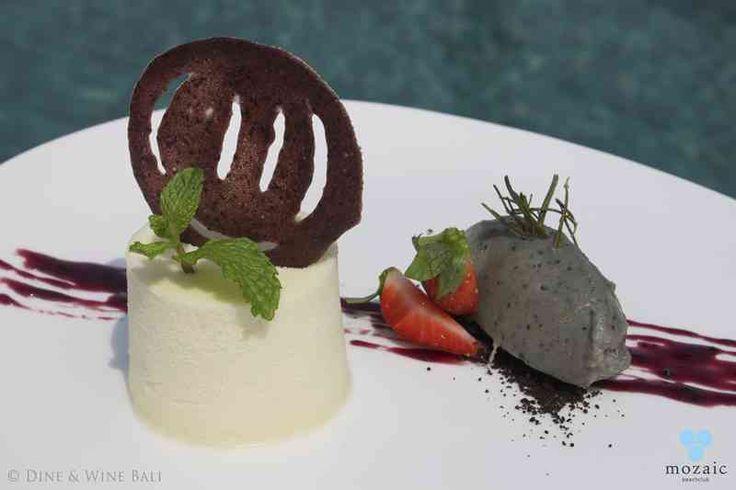 White Chocolate Mousse © Mozaic Beachclub
