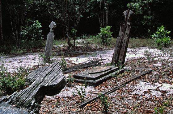 Jodensavanne, graves of slaves