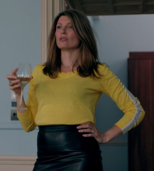 Sharon Horgan on Catastrophe: Season 2, episode 3: Yellow sweater with grey stripe down the arm, black leather midi skirt, blue booties