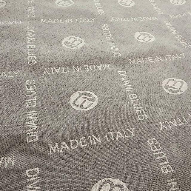 Qualità Made in Italy.  Realizziamo I nostri prodotti interamente a mano in Italia #madeinitaly #divaniblues