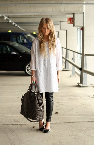 the boo and the boy: What To Wear, Street Style, Boys, Tunics Tops, Chic Travel, Airports Outfits, Airport Outfits, Bags Are, Travel Outfits
