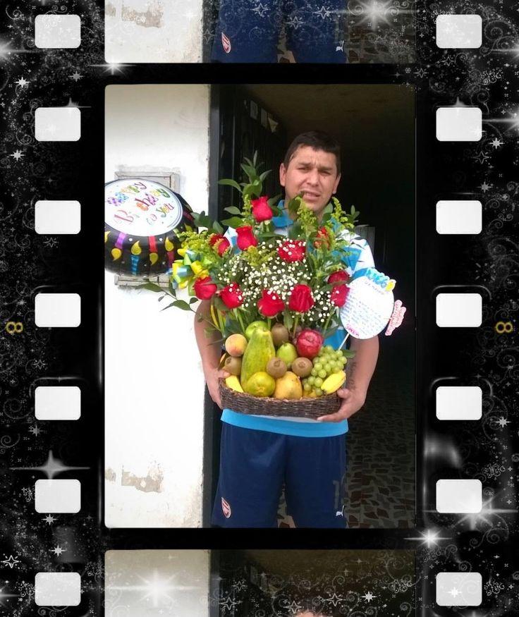 Clientes felices: Arreglo de flores y frutas en canasto ecologico, con globo metalizado #LOLODetallesConAmor