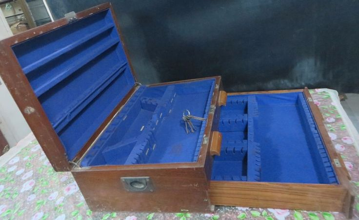 Silver Cutlary Wood Box Labled Army & Navy store Hidden chest lock Velvet 1930 #English #ArmyNavystoreBombay