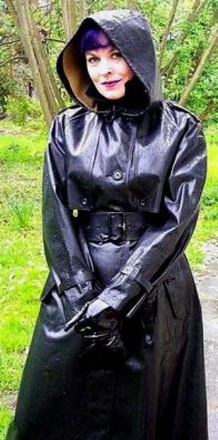 Helena B looking lovely in SBR mac.