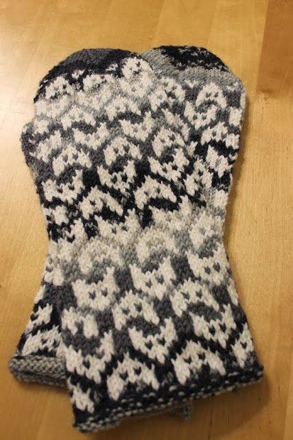 Finnish mittens   Kettu lapaset