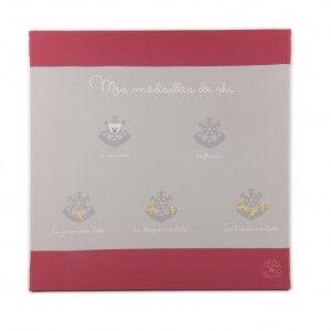 TABLEAU MÉDAILLES DE SKI FILLE 40 X 40 - Tableau de décoration pour habiller les murs de la chambre de votre fille.