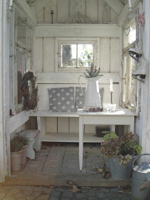 Gemütliches Gartenhäuschen im #Shabby #Chic Stil! Unglaublich romantisch für schöne Momente im Freien <3 ~ www.edlewelt.de ~