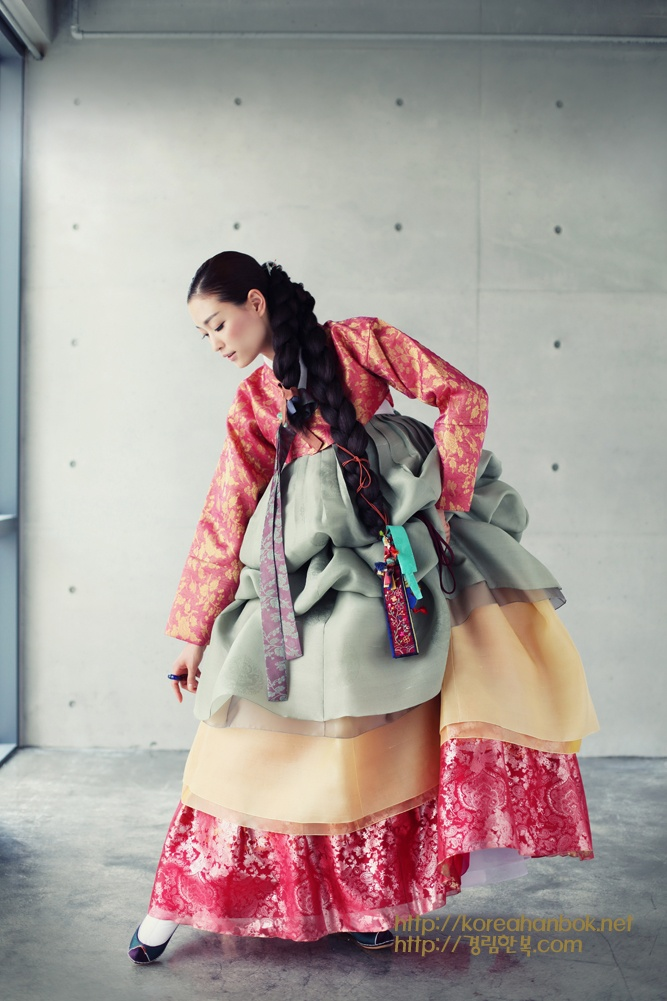 look at them thick braids. Korean traditional dress by Kyung Lim Hanbok. also: colours.