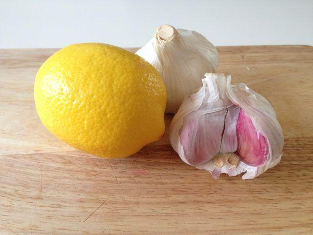 Agua con limon y ajo para adelgazar