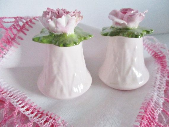 A pretty soft pink salt and pepper shakers by Aynsley, Made in England. Pink carnation and a rose adorn the top of each piece. Soft pink
