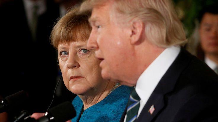Lors de leur entrevue à la Maison-Blanche, Donald Trump aurait tendu à Angela Merkel un petit papier indiquant la somme dont l'Allemagne devrait s'acquitter envers l'OTAN. Mais un porte-parole du président a démenti cette information.