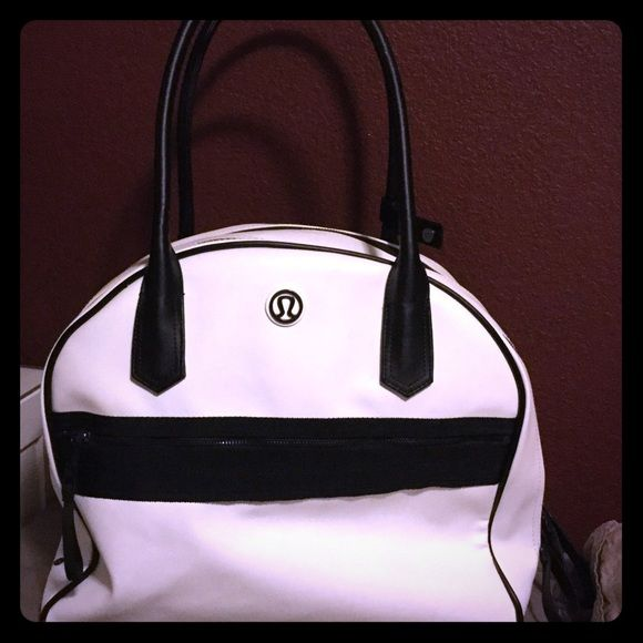 lululemon bag Super cute lululemon bag! It can be used for every day use, a gym bag, weekender, or traveling! Gently used lululemon athletica Bags