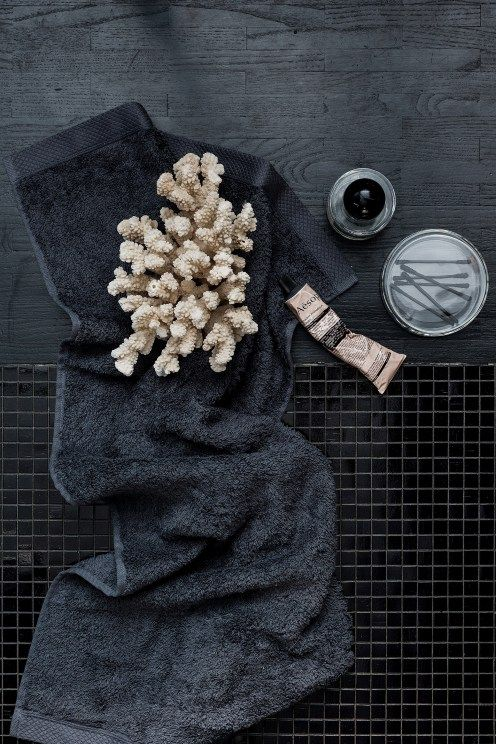 Baths by Clay: Inspiration - Bathroom accessories: Back to black