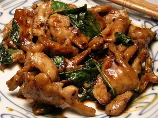 Poulet au basilic thaïlandais - Recette de cuisine Marmiton : une recette