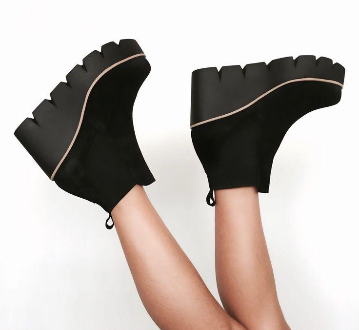 ¡Súbete a la moda!   #Botines con cuña de 9cm y 4cm de plataforma, de Pedro Miralles