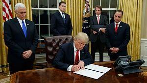 Trump bei den ersten Amtshandlungen - gegen Freihandel, für Abschottung, EU, Deutschland sogar die Nato hält er eher für Gegner....
