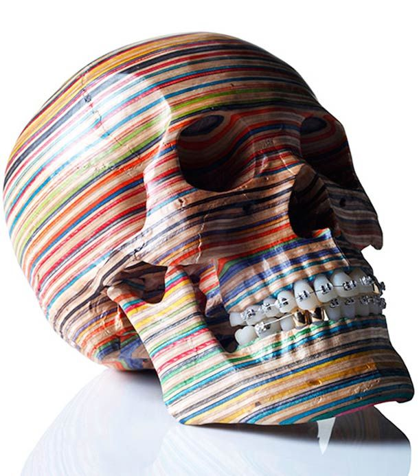 Les dernières créations de l'artiste japonais Haroshi, et ses sculptures réalisées envieux skateboards recyclés. Hiroshi, skateboarder passionné depuis
