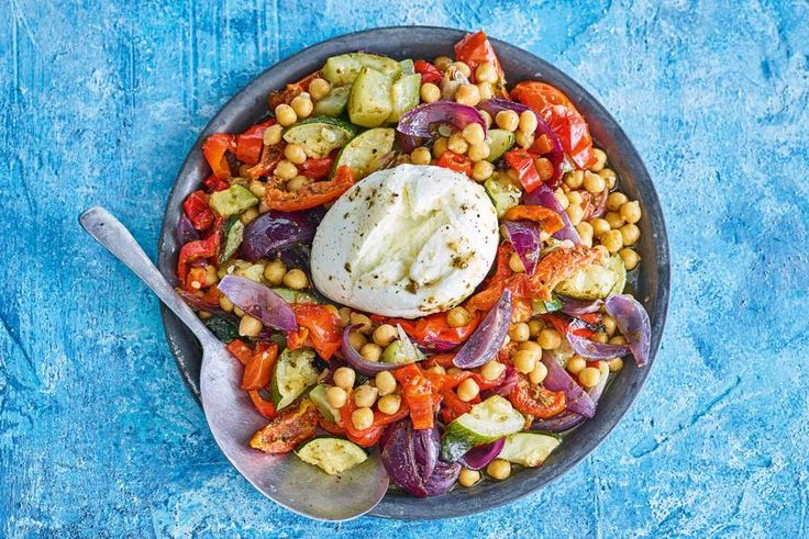 Zoek je een manier om groenten écht lekker te maken? Je hebt het gevonden! Heerlijk gekruide groenten met burrata - Recept - Allerhande