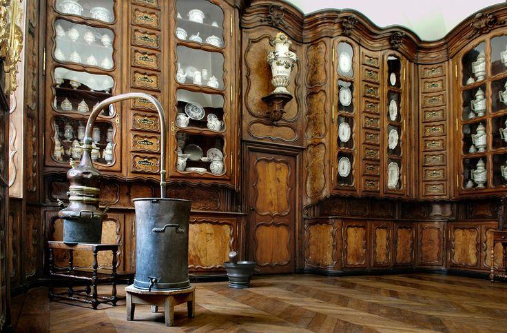 alambics anciens pharmacies | Si les apothicaireries ont disparu avec le temps, il reste possible d ...