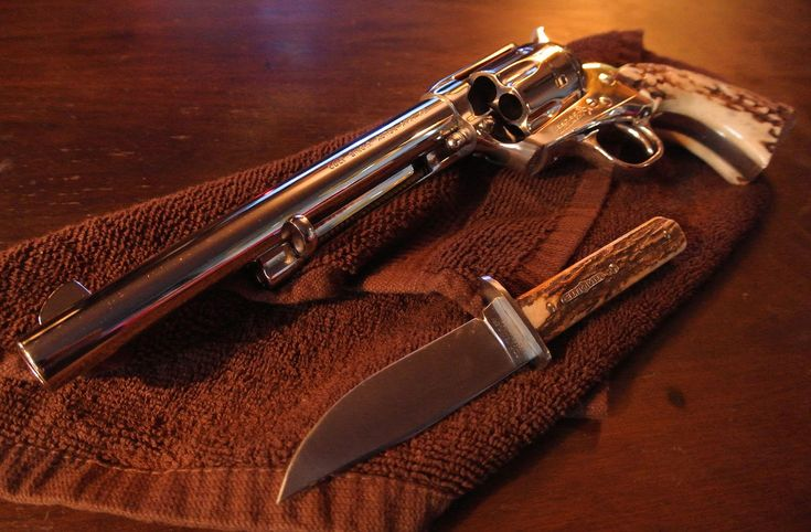 Cowgirls with Guns Wallpapers | Alpha Coders Wallpaper Abyss Explore the Collection Weapons Revolvers ...