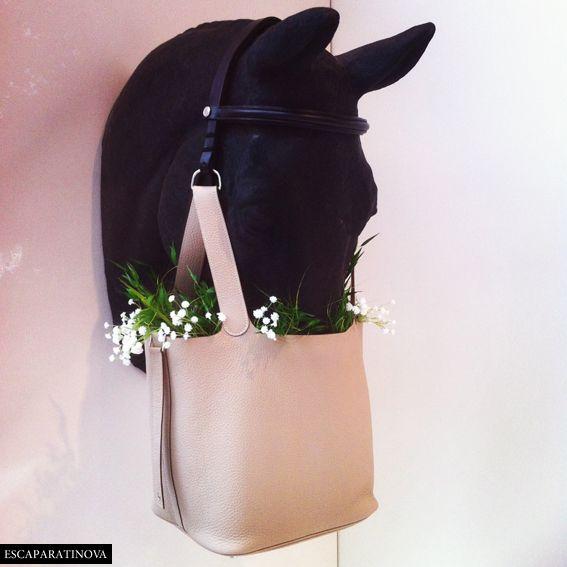 Hermes. How about an Ascot or Derby time window with the horse eating a lovely hat?  Alejandro: Promocion de un bolso un poco mas de sport o para el campo no tan formal como los otros vistos.