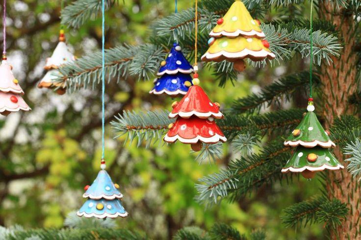 Set di campanelle a forma di albero di Natale, in ceramica