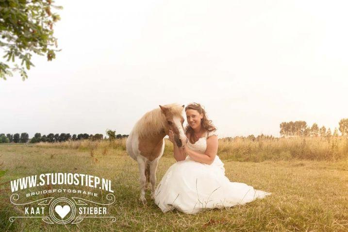 #bride #horse #photography #wedding #Holland #bruidsfotografie #bruid #paard #bruiloft