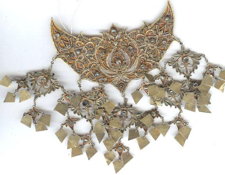 Aceh Sumatra gold and diamond pendant - Indonesia
