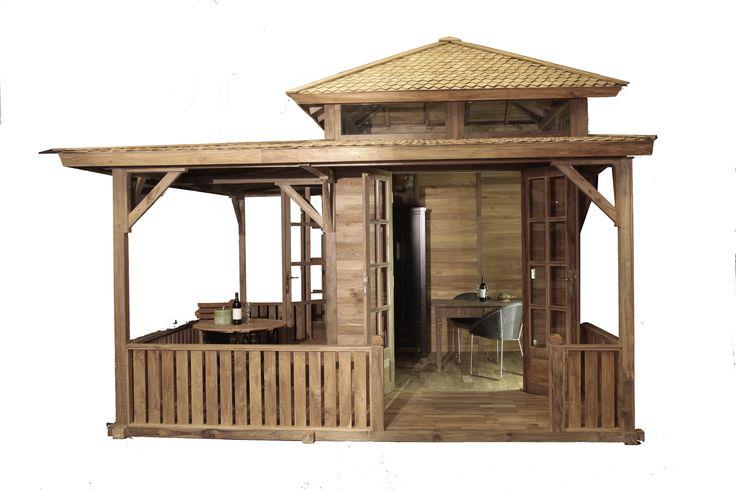 Tuinhuis gemaakt van massief gerecycled teak met veranda aan 2 zijdes