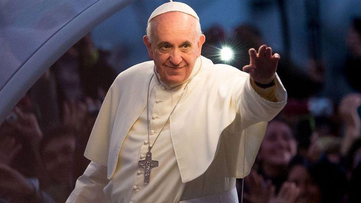 Papa Francisco recibe playera de Cruz Azul