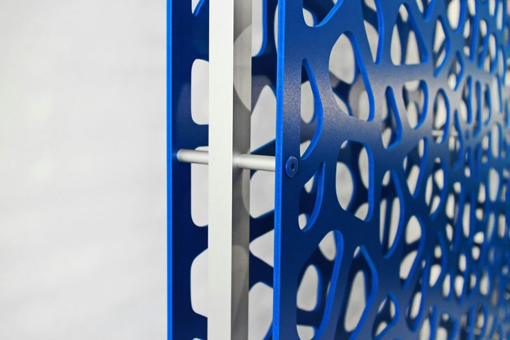 Double layer free standing screens_blue