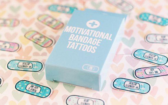 15 mignon pastel inspirante pansement (plâtre) tatouages avec des citations de motivation et des affirmations positives. Cadeau parfait pour