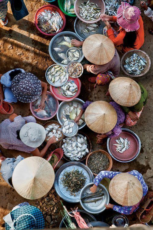 Marché Hue au Vietnam, de la couleur, de la vie c'est ce qu'inspire ce marché Vietnamien. Vivement les vacances pour visiter ce genre d'endroits pleins de charme. #Market #Vietnam