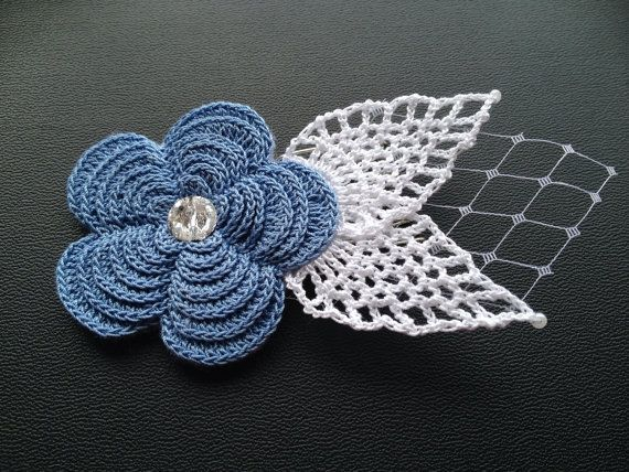 Irish rose hair comb with lace leaves on Etsy, 28,00€