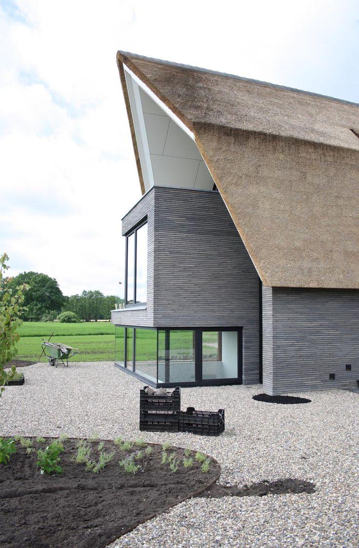 20 beste idee n over bakstenen huizen op pinterest bakstenen huizen bakstenen huisje en - Eigentijds huis grijs ...