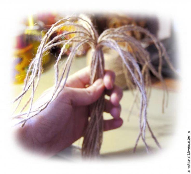 3. Расправляем более длинную сторону пучка в виде пальмы