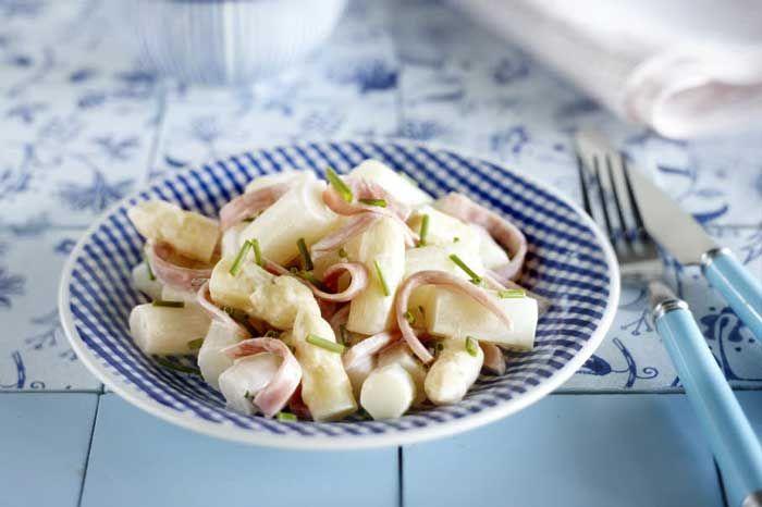 Wij mochten van Dé Aspergewinkel dit heerlijke recept voor een aspergesalade met jullie delen. Het lijkt een pasta, maar dan veel gezonder!