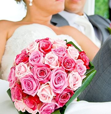Different shades of pink - #rose #wedding #bouquet