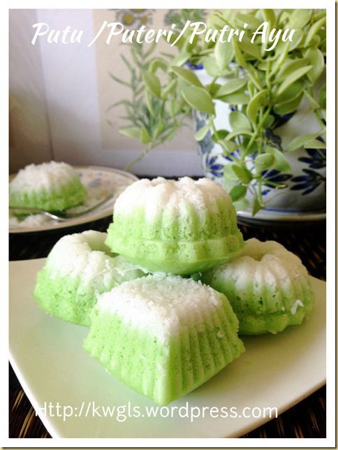 Steamed cake with shredded coconut - Is This Cake Have Anything To Do With Puteri Radin Mas Ayu?–Puteri Ayu, Putu Ayu, Putri Ayu (椰丝小青糕) | GUAI SHU SHU #guaishushu #kenneth_goh #putu_ayu #puteri_ayu #putri_ayu #椰丝小青糕