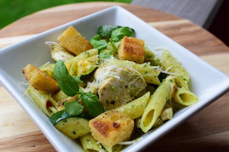 Pastasalat med kylling og hjemmelaget pesto -enkelt og godt! – Gladkokken