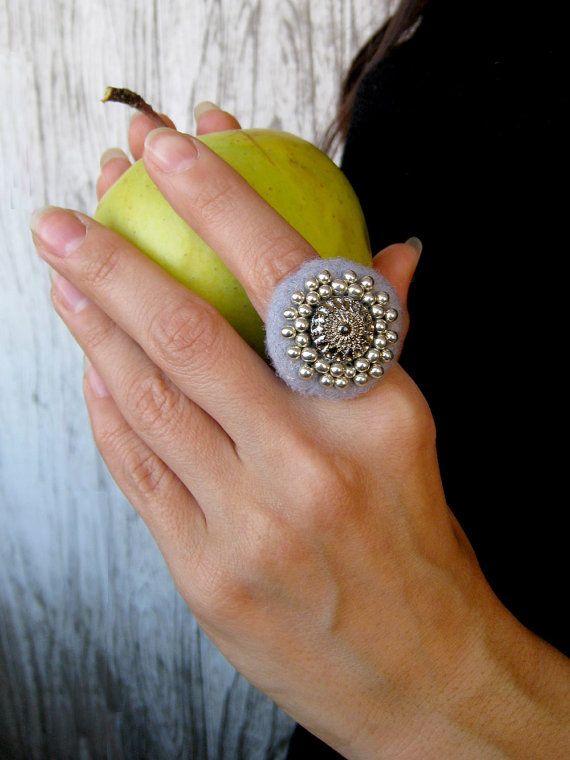 A felt ring Foggy. Onesizefitsall by Radlana on Etsy, $15.00