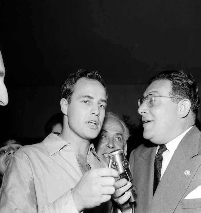 """Leon Zitrone interviews Marlon Brando for """"The Fair in stars"""" Circa 1953. #Brando"""