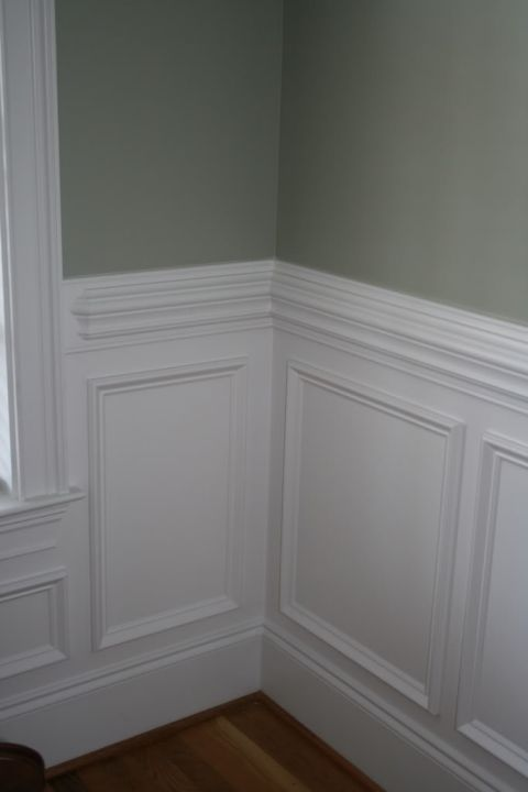 Beautiful wall trim moulding - traditional wainscoting with contrasting wall color above the chair rail, via Garden Web