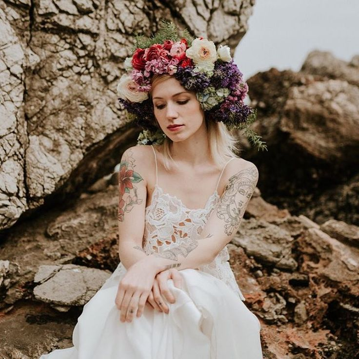 Amazing photo, amazing makeup, amazing floral headpiece and an amazing dress, fresh out of the studio... I loved being part of this styled shoot! Congrats Hugos, Rita, Teresa and Maria! #purezamellobreyner #purezamellobreyneratelier