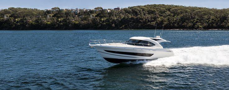 Riviera 4400 Sport Yacht Running