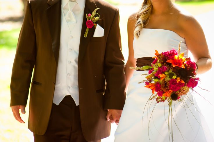 Fall wedding colors tuxedo tip tuesday summer and fall for Fall wedding dress colors