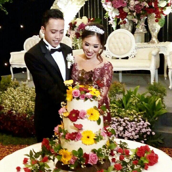 Wedding Cake for Mr. & Mrs. Wiem